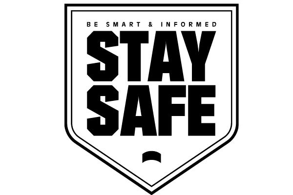 """Gambar perisai yang mengatakan, """"Jadilah Cerdas & Terinformasi.  Tetap aman"""""""